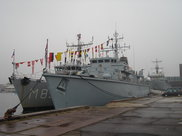 HNLMS Makkum & HMS Brocklesby. Crédit photo : Mission militaire